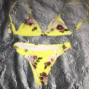 ✨ Zaful yellow floral bathing suit